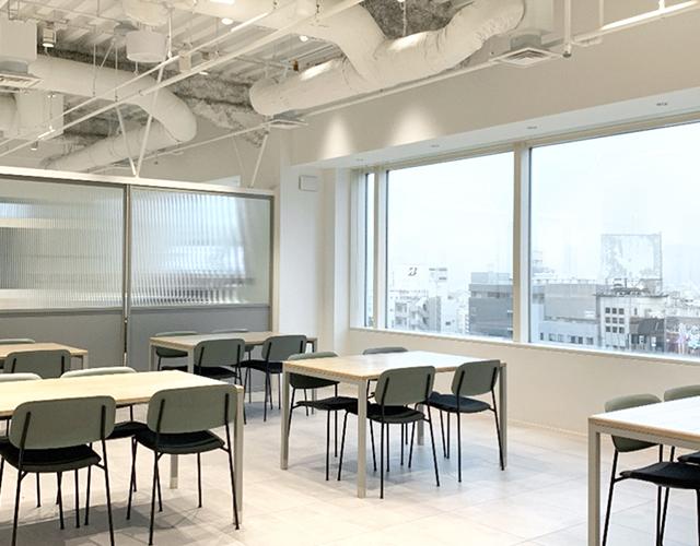 都心を望む、開放的なミーティングスペース
